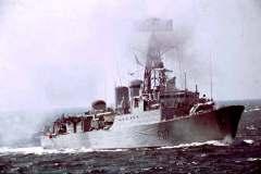 14_HMS_Ashanti_live_firing_Portland_May1970